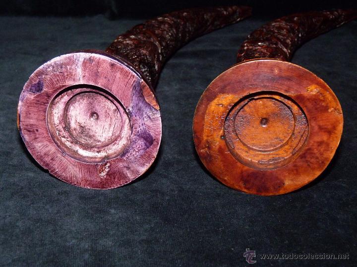 Antigüedades: PAREJA DE COLMILLOS TALLADOS EN RESINA, MONTADOS SOBRE PEANA. 37 cm. - Foto 4 - 48913725