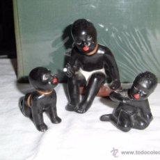 Antigüedades: FAMILIA DE MUÑECOS DE PORCELANA NEGROS UNO DE LOS PEQUEÑOS ESTA PEGADO Y EL GRANDE TIENE UN GOLPE . Lote 48919182