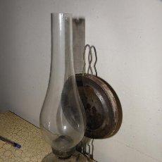 Antigüedades: CANDIL O QUINQUE CON BASE DE CRISTAL TRABAJADO. Lote 48920585