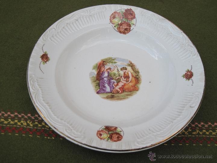 PLATO HONDO ANTIGUO EN PORCELANA. (Antigüedades - Porcelanas y Cerámicas - Otras)