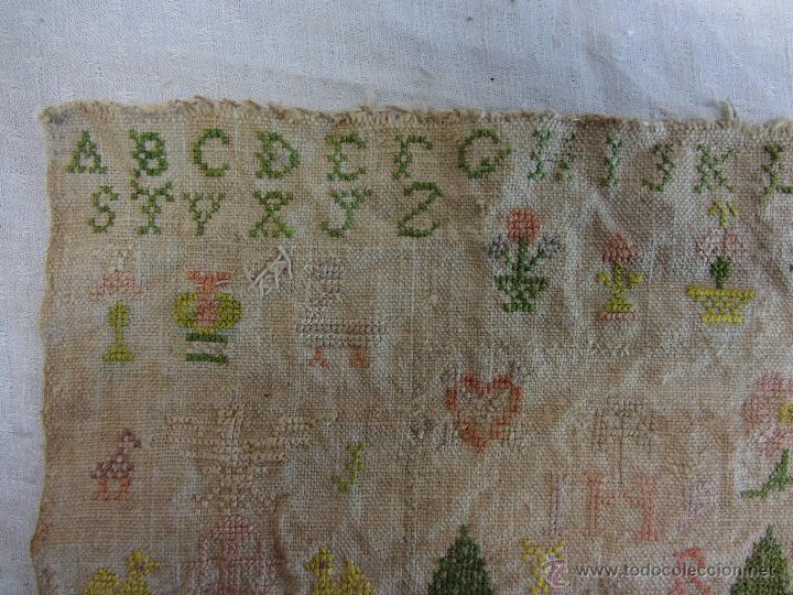Antigüedades: Bordado del siglo XIX con abecedario y diversos motivos - Foto 2 - 48922263