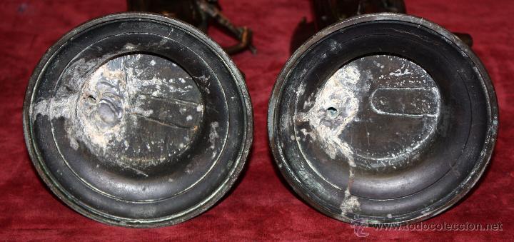 Antigüedades: PAREJA DE CANDELEROS EN CALAMINA DEL ULTIMO TERCIO DEL SIGLO XIX - Foto 4 - 48955413