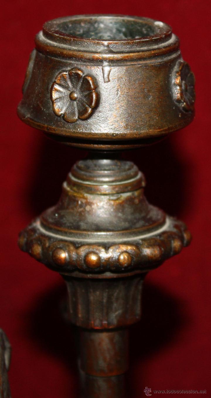 Antigüedades: PAREJA DE CANDELEROS EN CALAMINA DEL ULTIMO TERCIO DEL SIGLO XIX - Foto 11 - 48955413
