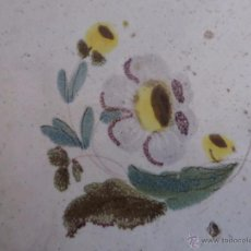 Antigüedades: AZULEJO FLOR DE ALCORA-SIGLO XVIII,ORIGINAL. Lote 48964326