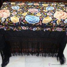 Antigüedades: PRECIOSO MANTON ANTIGUO. S.XIX. BORDADO MUY TUPIDO A DOBLE CARA.. Lote 48990495