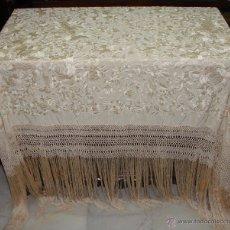 Antigüedades: PRECIOSO MANTÓN DE MANILA. S.XIX. SEDA. BORDADO A DOBLE CARA MUY TUPIDO. MOTIVOS ORIENTALES.. Lote 103611448