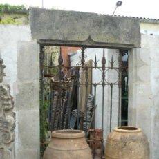 Antigüedades: MAGNIFICA PUERTA DE PIEDRA SIGLO XVI. Lote 49004686
