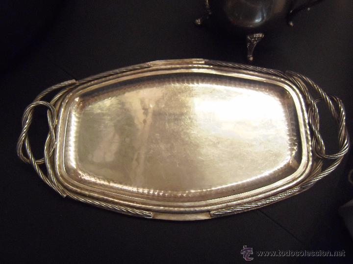 BANDEJA REALIZADA EN ALPACA CON BAÑO DE PLATA 49 CMS. LARGO (Antigüedades - Platería - Bañado en Plata Antiguo)
