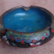 Antigüedades: CENICERO ANTIGUO CHINO EN BRONCE Y CLOISONNE CON MOTIVOS ORIENTALES .. Lote 49092432