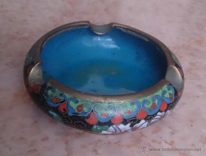 Antigüedades: Cenicero antiguo chino en bronce y cloisonne con motivos orientales . - Foto 2 - 49092432