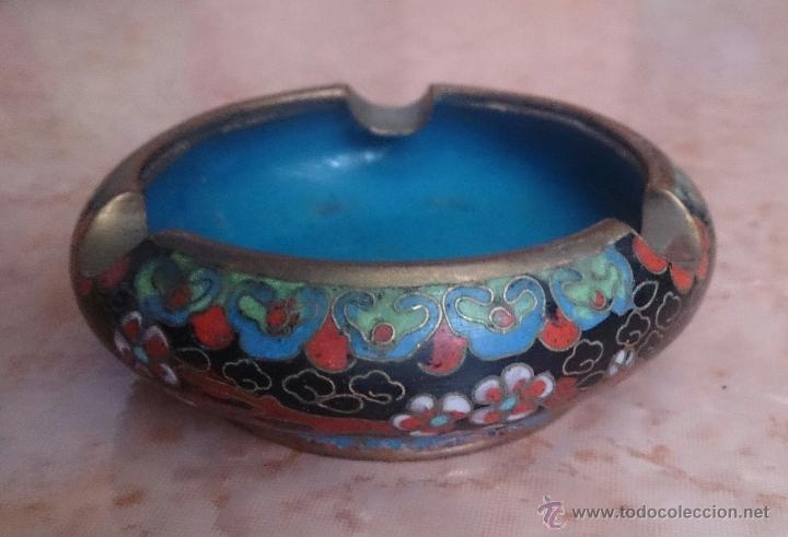 Antigüedades: Cenicero antiguo chino en bronce y cloisonne con motivos orientales . - Foto 3 - 49092432