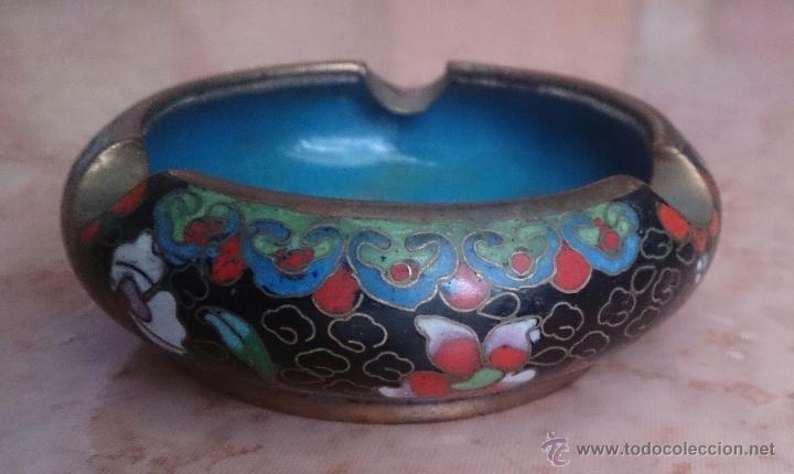 Antigüedades: Cenicero antiguo chino en bronce y cloisonne con motivos orientales . - Foto 4 - 49092432