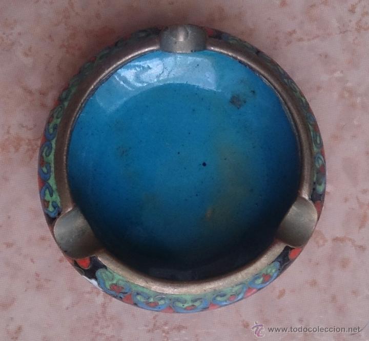 Antigüedades: Cenicero antiguo chino en bronce y cloisonne con motivos orientales . - Foto 5 - 49092432