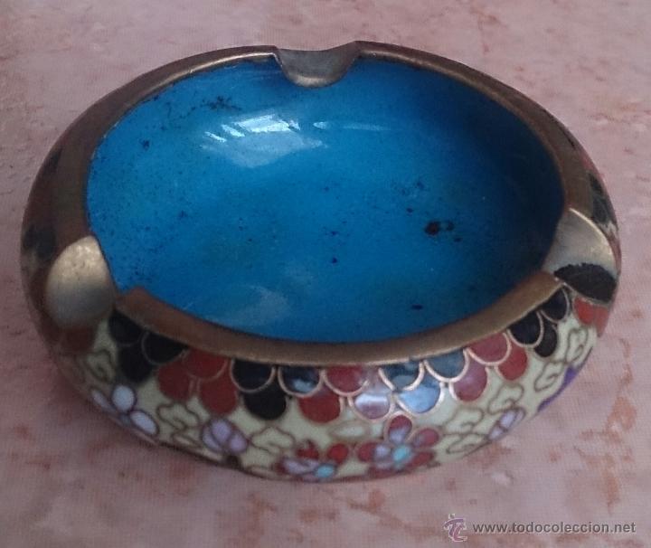 Antigüedades: Cenicero antiguo chino en bronce y cloisonne con motivos orientales . - Foto 2 - 49092484