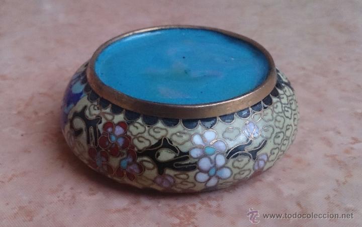 Antigüedades: Cenicero antiguo chino en bronce y cloisonne con motivos orientales . - Foto 5 - 49092484