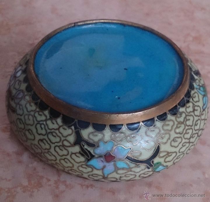 Antigüedades: Cenicero antiguo chino en bronce y cloisonne con motivos orientales . - Foto 6 - 49092484