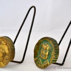 Antigüedades: COLGADORES PERCHEROS TOALLEROS DE BRONCE. Lote 49112406