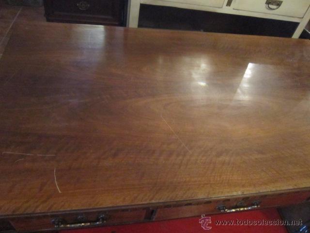 Antigüedades: Fantástica mesa de despacho con talla en las patas. Con sillón a juego - Foto 5 - 49127199