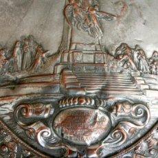 Antigüedades: ANTIGUA PLANCHA RELIGIOSA DE COBRE/LATÓN REPUJADO MONUMENTO SAGRADO CORAZÓN DE JESÚS REINO DE ESPAÑA. Lote 49162772