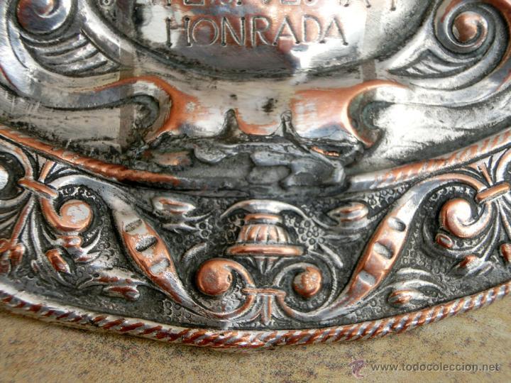 Antigüedades: ANTIGUA PLANCHA RELIGIOSA DE COBRE/LATÓN REPUJADO MONUMENTO SAGRADO CORAZÓN DE JESÚS REINO DE ESPAÑA - Foto 6 - 49162772