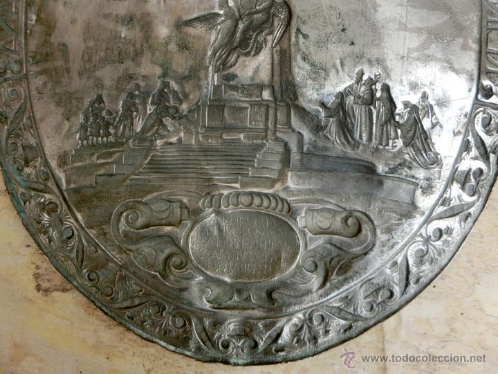 Antigüedades: ANTIGUA PLANCHA RELIGIOSA DE COBRE/LATÓN REPUJADO MONUMENTO SAGRADO CORAZÓN DE JESÚS REINO DE ESPAÑA - Foto 14 - 49162772