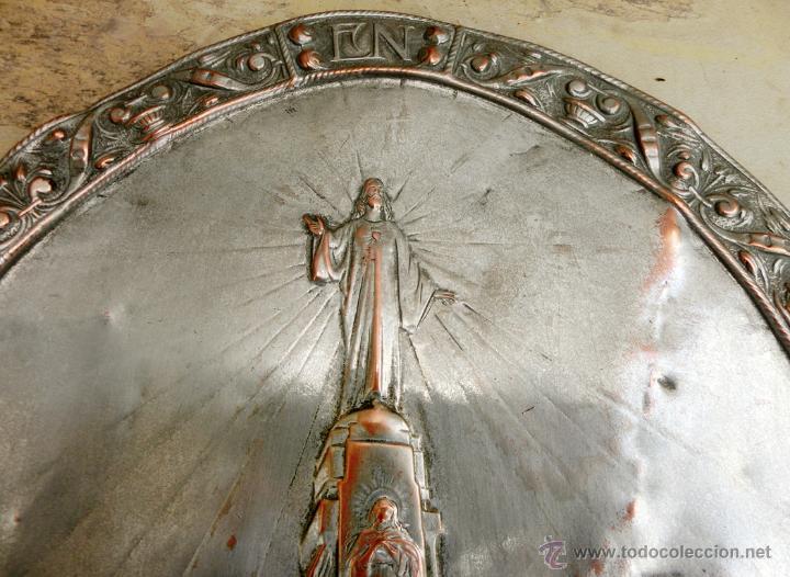 Antigüedades: ANTIGUA PLANCHA RELIGIOSA DE COBRE/LATÓN REPUJADO MONUMENTO SAGRADO CORAZÓN DE JESÚS REINO DE ESPAÑA - Foto 15 - 49162772