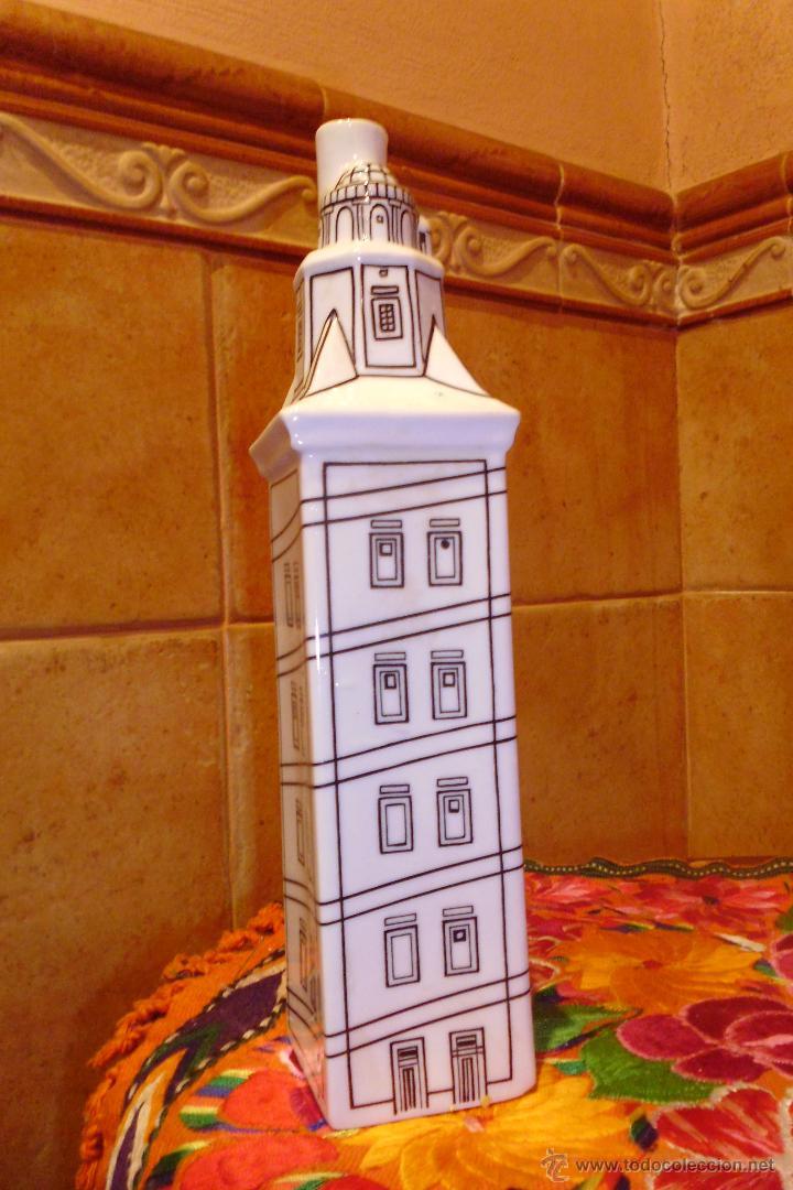 BOTELLA TORRE DE HERCULES CERAMICAS O CASTRO (Antigüedades - Porcelanas y Cerámicas - Sargadelos)