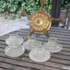 Antigüedades: LAMPARA DE TECHO DE BRONCE DE 5 BRAZOS CON TULIPAS DE CRISTAL. Lote 49197173