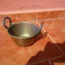 Antigüedades: CACITO EN COBRE CON ASAS DE HIERRO. Lote 49197720
