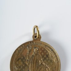 Antigüedades: MEDALLA RELIGIOSA DE BRONCE SANTO BENITO FUNDADOR DE MONTSERRAT. Lote 49213464