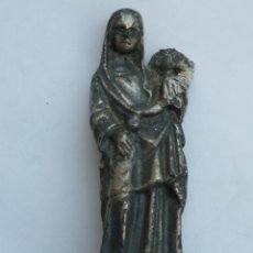 Antigüedades: BONITA Y ANTIGUA FIGURA RELIGIOSA VIRGEN CON NIÑO JESUS (LE FALTA LA CABEZA) METAL PLATEADO. Lote 49214343