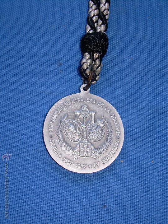 Antigüedades: SEMANA SANTA SEVILLA - ANTIGUA MEDALLA 4º - IV CENTENARIO HDAD SOLEDAD SAN LORENZO - 1557/1957 - Foto 2 - 57568645