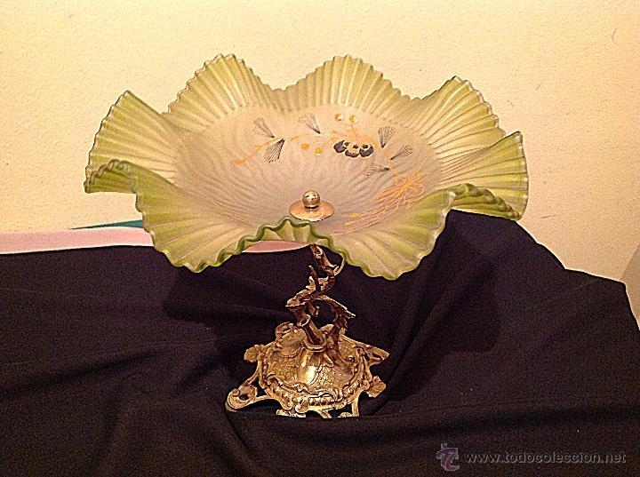 Antigüedades: Antiguo Centro Opalina Verde Con Motivos Florales / Base Bronce Con Figura - Foto 2 - 49262225