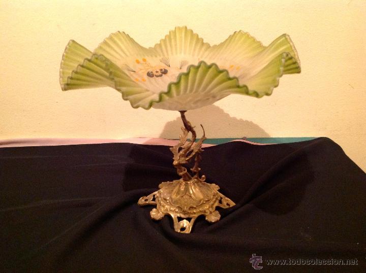 Antigüedades: Antiguo Centro Opalina Verde Con Motivos Florales / Base Bronce Con Figura - Foto 3 - 49262225