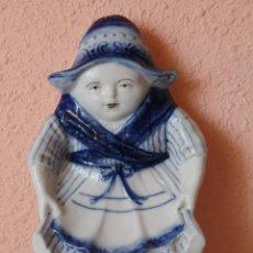 Antigüedades: FIGURA CENICERO DE PORCELANA DELFT HOLANDA. SELLADA. Lote 49269246