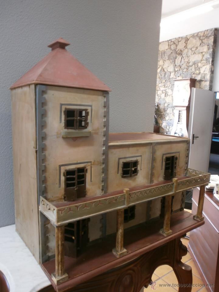 Casas de Muñecas: Antigua casa de muñecas-de madera-años 20- estilo colonial con torreón-contiene algunos muebles. - Foto 2 - 49287001