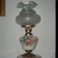 Antigüedades: LAMPARA CON OPALINAS BLANCAS Y FLORES. Lote 49307559