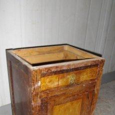 Antigüedades: MESILLA DE NOCHE MODERNISTA.. Lote 49320797