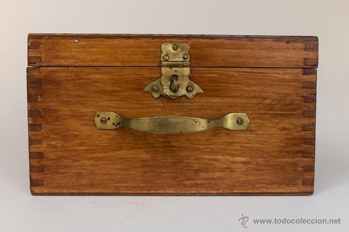 Caja antigua de madera con asa metalica y cierr comprar - Cierres de madera ...