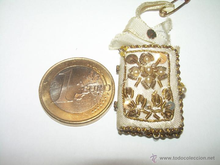 Antigüedades: ANTIGUO ESCAPULARIO BORDADO CON HILO DE ORO...Y... LIBRITO DE CUATRO EVANGELIOS. - Foto 4 - 49355318