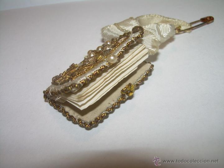 Antigüedades: ANTIGUO ESCAPULARIO BORDADO CON HILO DE ORO...Y... LIBRITO DE CUATRO EVANGELIOS. - Foto 5 - 49355318