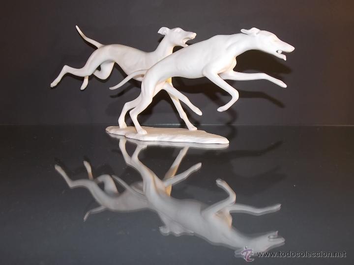 Antigüedades: figura de porcelana Kaiser Figur Porzellan G.Bochmann Nr. 408 galgos perros de caza art deco - Foto 2 - 49359933