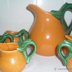 Antigüedades: JARRA DE MANISES MAS 6 JARRITAS CON FORMA DE NARANJA. Lote 49364764
