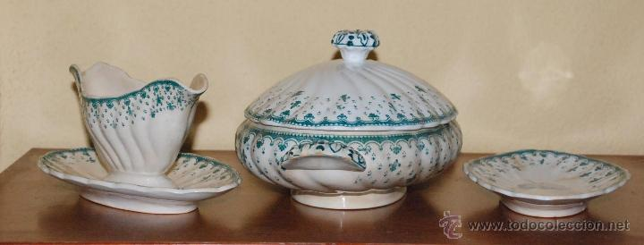 LOTE SOPERA , SALSERA Y PLATO FLOR DE LIS - PICKMAN Y CIA CHINA OPACA SEVILLA SIGLO XIX (Antigüedades - Porcelanas y Cerámicas - La Cartuja Pickman)