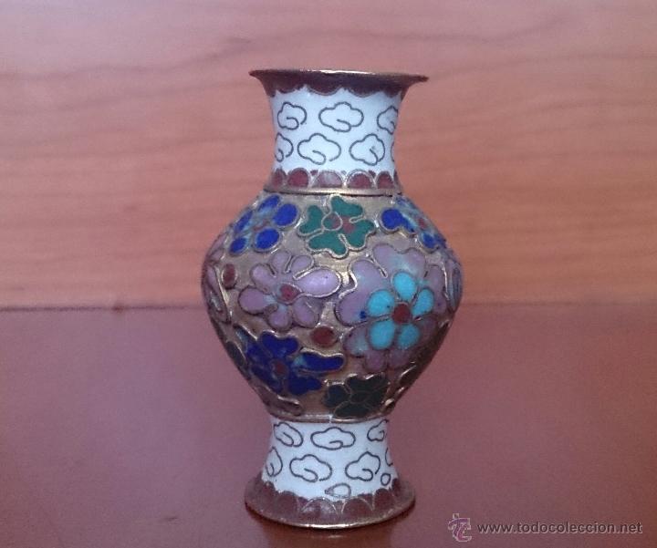 Antigüedades: Jarroncito antiguo Chino en bronce y esmaltes cloisonné con motivos florales . - Foto 3 - 49374487