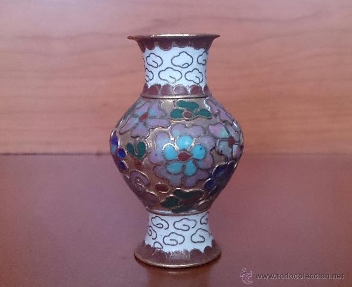 Antigüedades: Jarroncito antiguo Chino en bronce y esmaltes cloisonné con motivos florales . - Foto 5 - 49374487