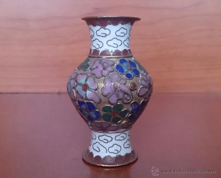 Antigüedades: Jarroncito antiguo Chino en bronce y esmaltes cloisonné con motivos florales . - Foto 6 - 49374487