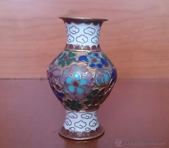 Antigüedades: Jarroncito antiguo Chino en bronce y esmaltes cloisonné con motivos florales . - Foto 7 - 49374487
