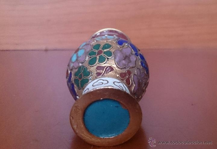 Antigüedades: Jarroncito antiguo Chino en bronce y esmaltes cloisonné con motivos florales . - Foto 10 - 49374487