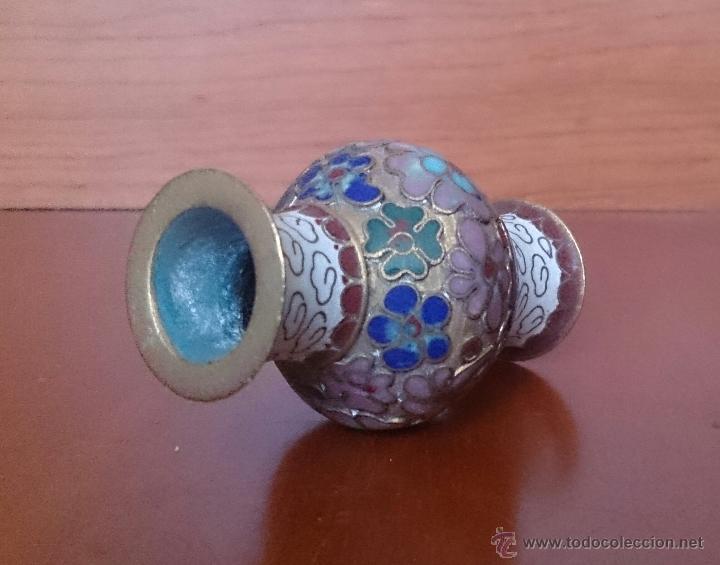 Antigüedades: Jarroncito antiguo Chino en bronce y esmaltes cloisonné con motivos florales . - Foto 11 - 49374487